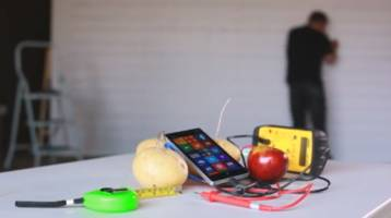 Nokia wirelessly charges a Lumia 930 using apples and potatoes