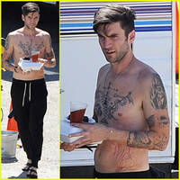 Hunger Games' Wes Bentley Walks Around His Movie Set Totally Shirtless