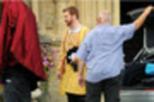 Pictures: Damian Lewis spotted at Gloucester Cathedral as Wolf...